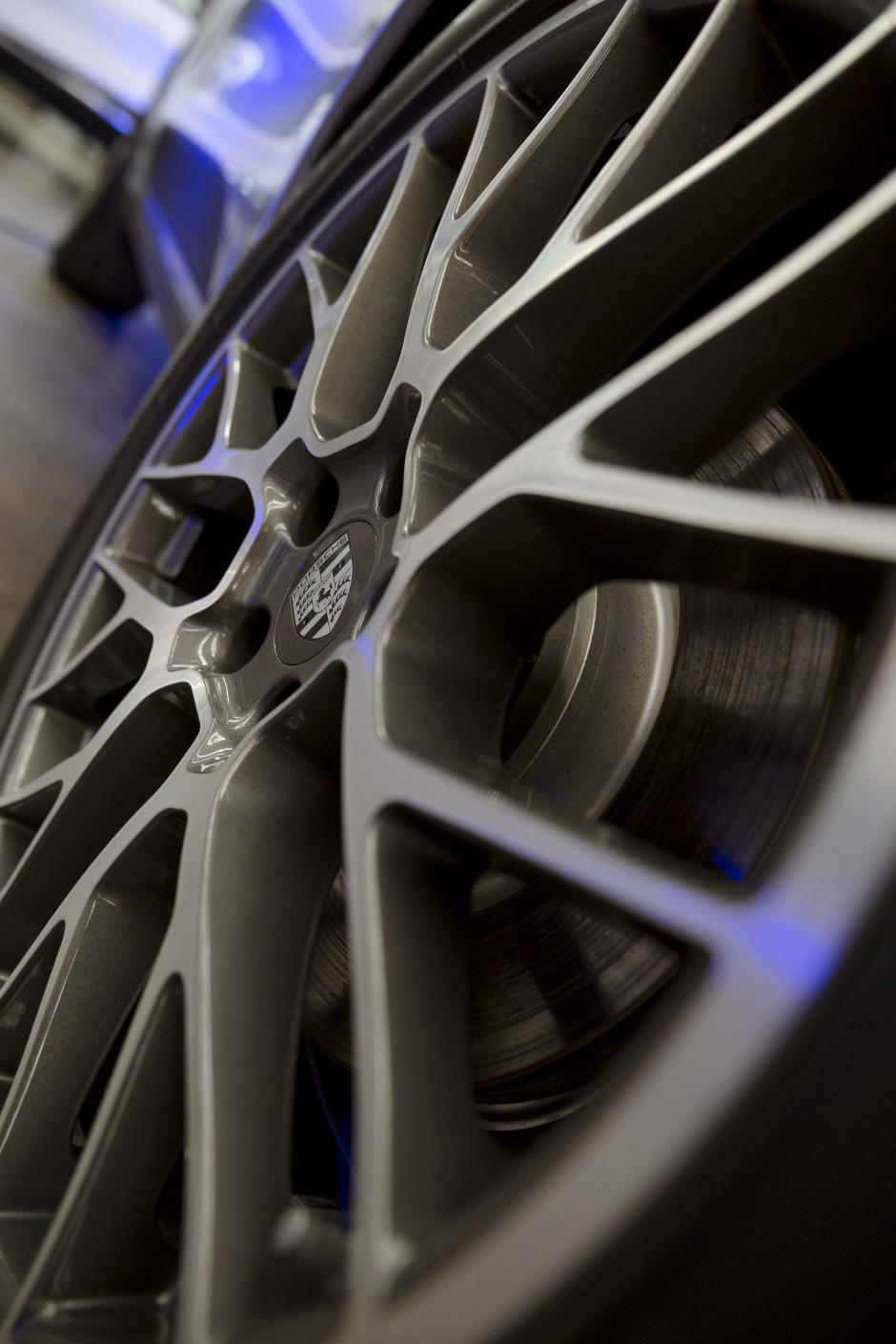 No solo los compradores, sino los aficionados a los autos pueden ingresar a la exposición. (Foto: George Rojas/Soy502)