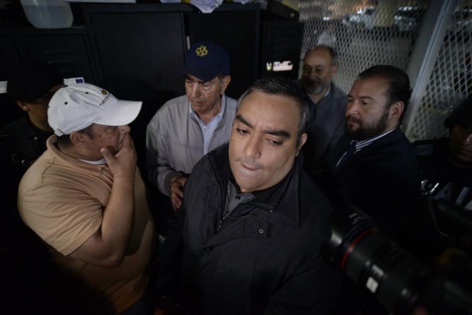 Junto a Lima, varios abogados que también defendieron a su hermano. (Foto: Wilder López/Soy502)
