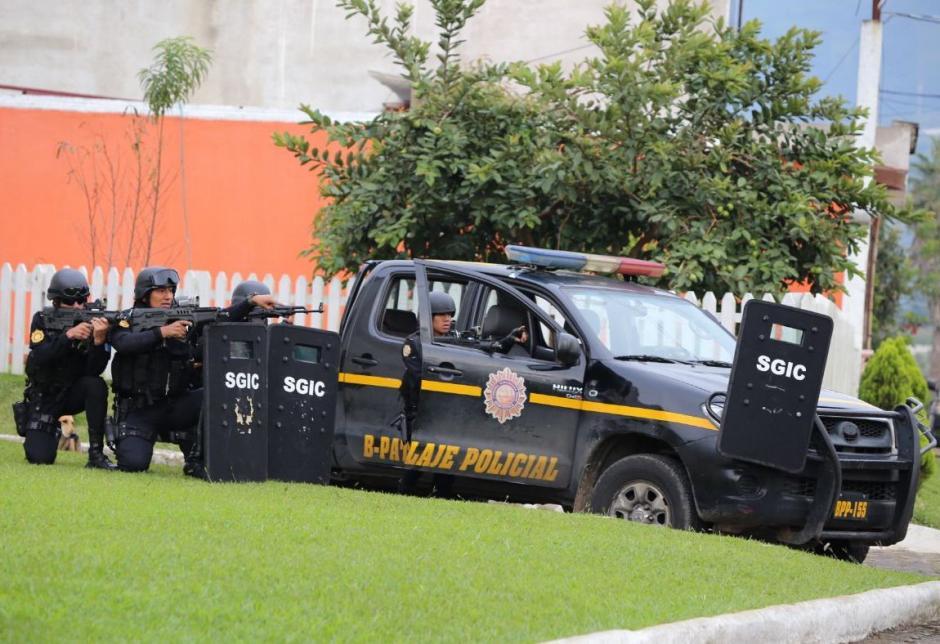 La PNC ingresó a la colonia Los Volcanes para dar con las capturas.  (Foto: PNC)