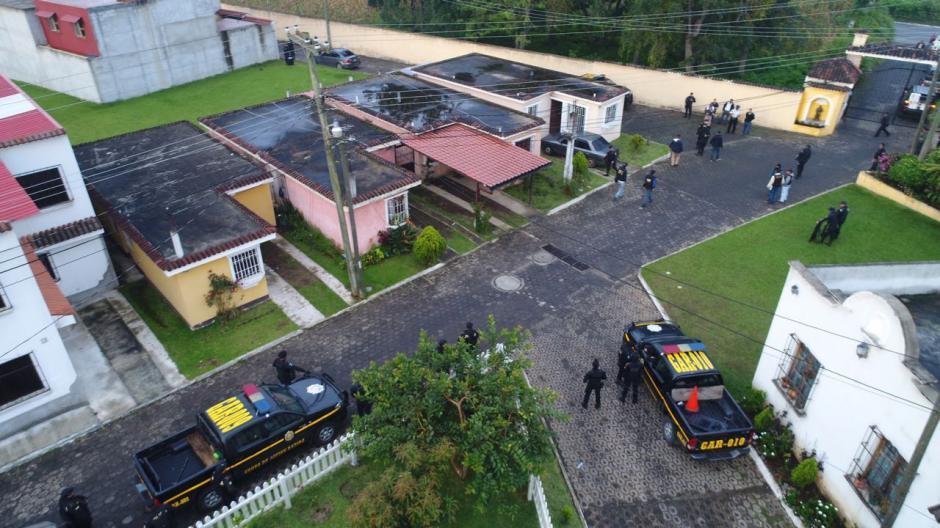En Pastores, Sacatepéquez se allanaron 3 viviendas. (Foto: PNC)