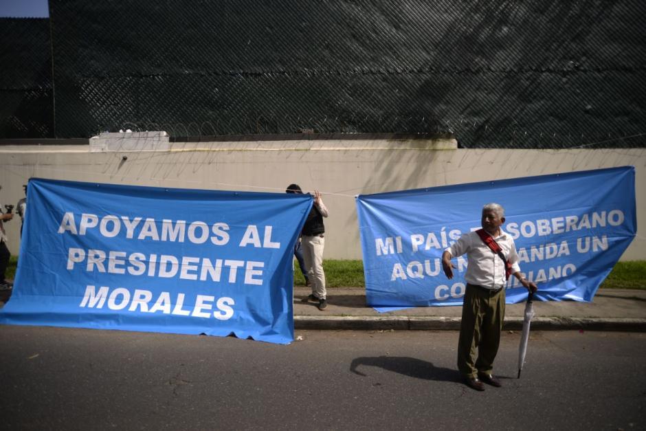 Otras de las consignas defendieron la soberanía del país y al presidente Jimmy Morales. (Foto: Wilder López/Soy502)
