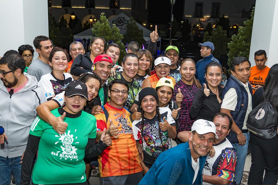 Miembros del equipo 4x4 Runners junto a amigos de la marca Adidas. (Foto: cortesía Adidas Guatemala)