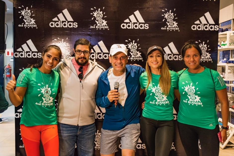 José Fernando Arango, gerente de mercadeo de Adidas, junto al Coach Cofo Santizo y miembros de 4x4 Runners. (Foto: cortesía Adidas Guatemala)