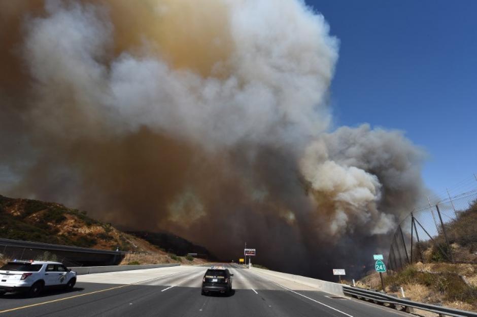 Al menos diez personas murieron durante los incendios que se han registrado en California. (Foto: AFP)