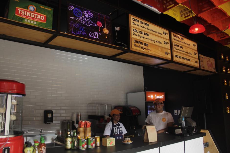 El local está abierto de lunes a sábado y también puedes encontrar otros productos de origen chino. (Foto: Fredy Hernández/Soy502)