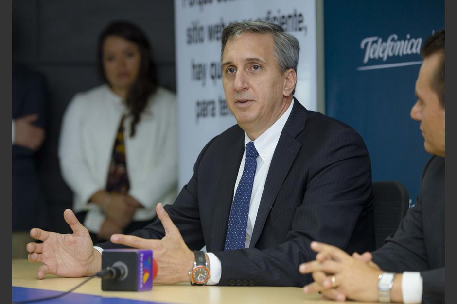 Rafael Cisneros, director de Business Solutions de Telefónica Centroamérica, en conferencia de prensa. (Foto: George Rojas/Soy502)