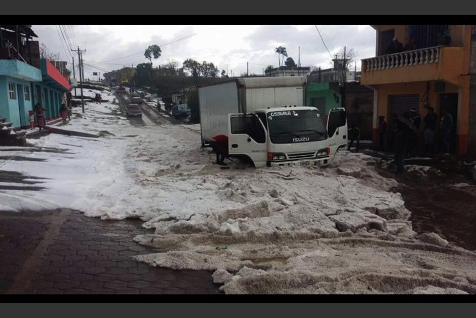 La granizada afectó este lunes gran parte del occidente del país. (Foto: Facebook/MeteorologíaGT)