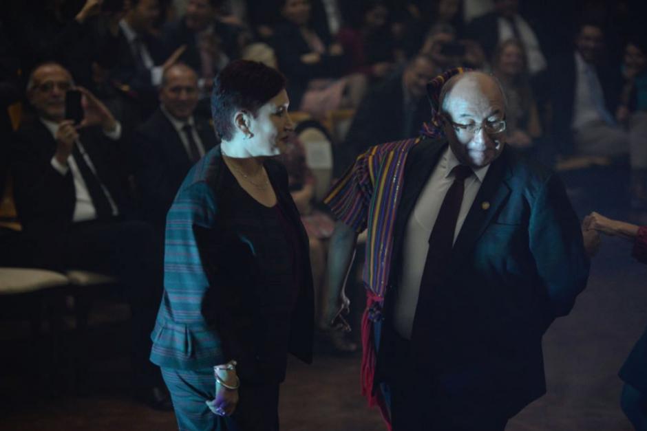 La Fiscal General bailó junto al presidente de la CSJ. (Foto: Wilder López/Soy502)