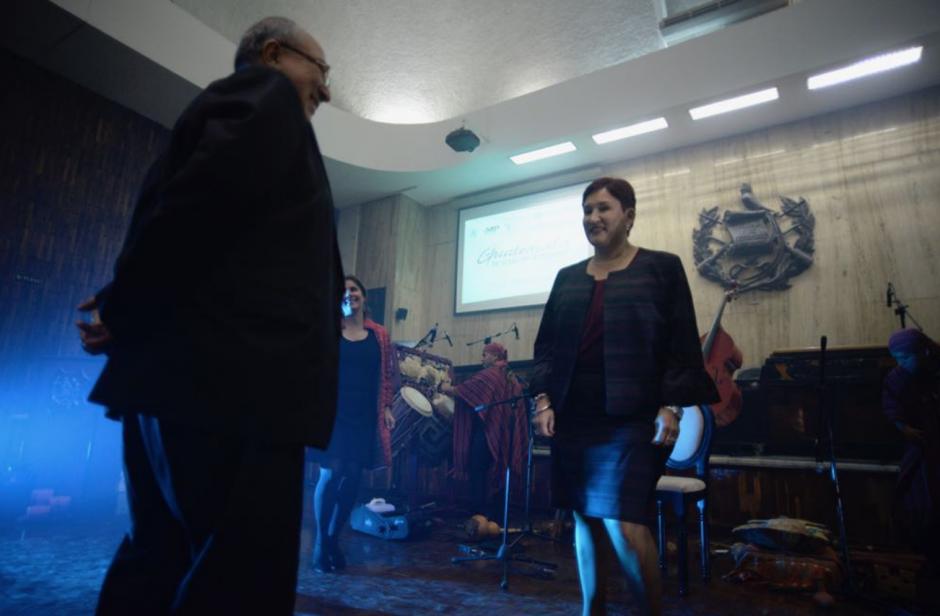 La Fiscal mostró su habilidad para bailar la música guatemalteca. (Foto: Wilder López/Soy502)
