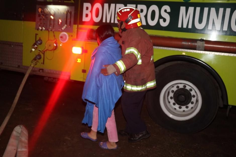 Una mujer recibió asistencia con oxígeno. (Foto: Bomberos Municipales)