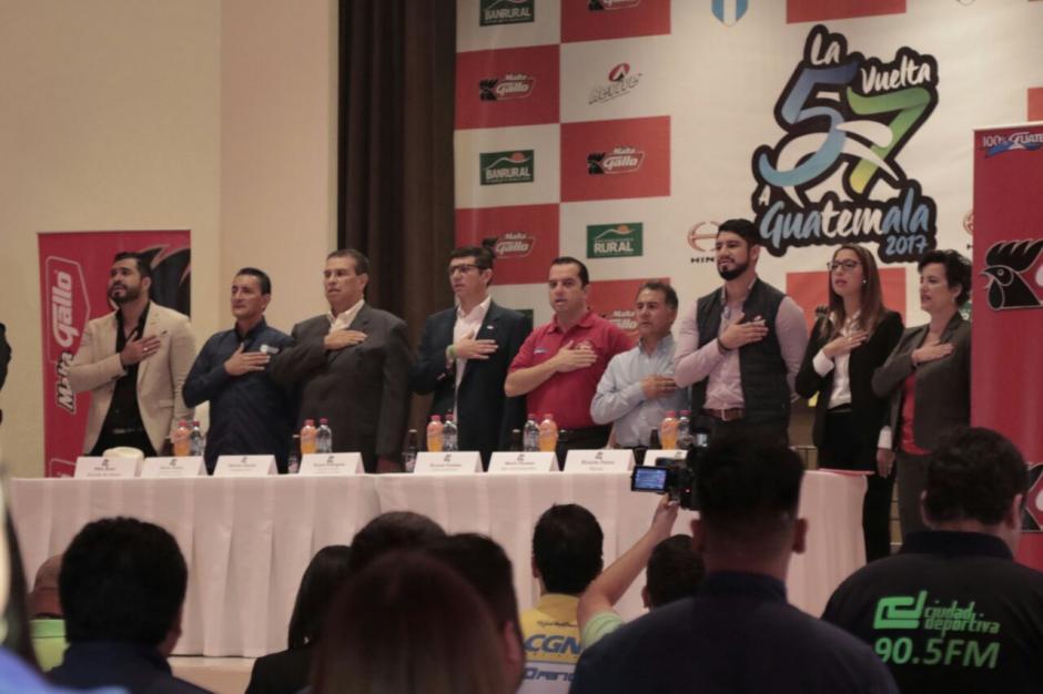 Diferentes autoridades participaron en la presentación de la 57 Vuelta a Guatemala. (Foto: Alejandro Balán/Soy502)