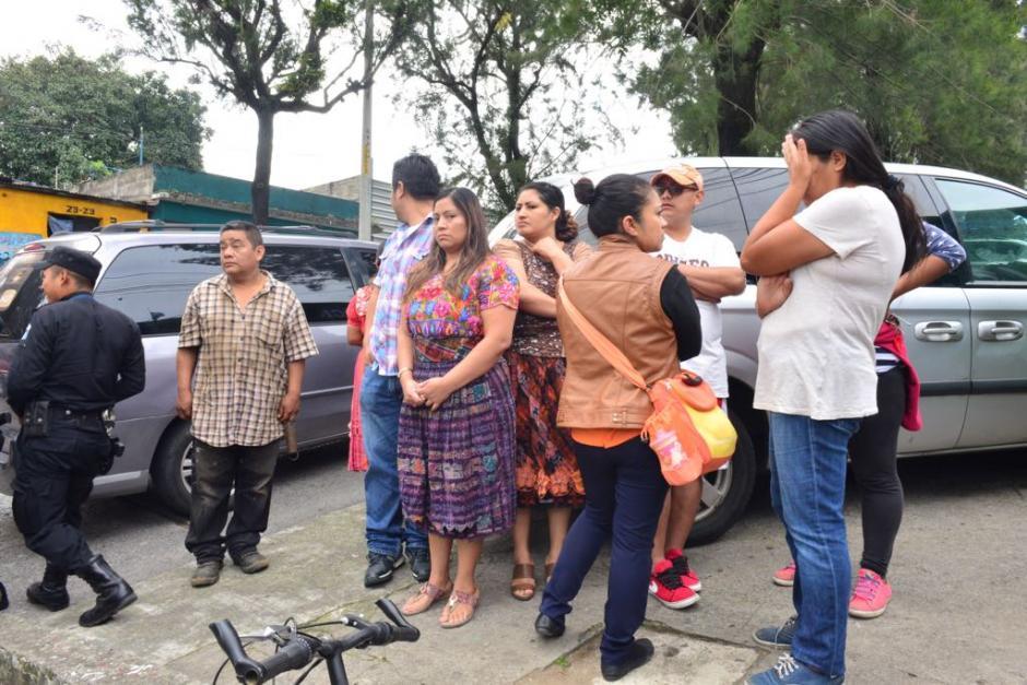 Los padres de familia fueron sorprendidos por la detención del director. (Foto: Jesús Alfonso/Soy502)