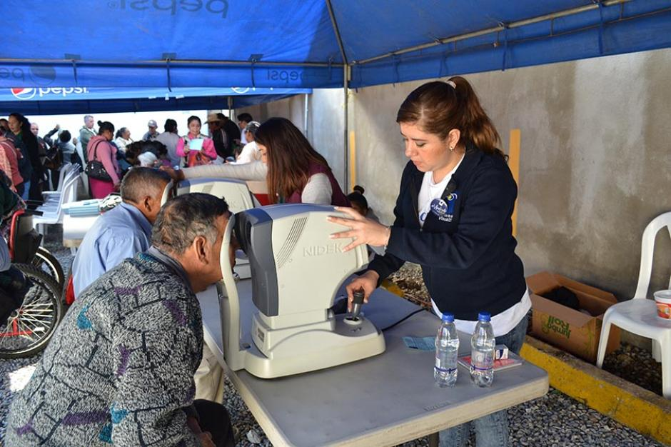 El objetivo de la jornada fue ayudar a personas que padecen de catarata. (Foto: cortesía de Visualiza)