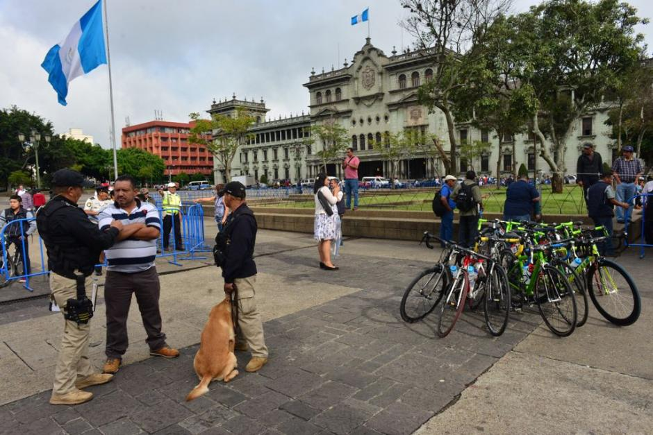 El inicio de la primera etapa de la Vuelta Ciclística se registró frente a la Catedral Metropolitana, (Foto: Jesús Alfonso/Soy502)