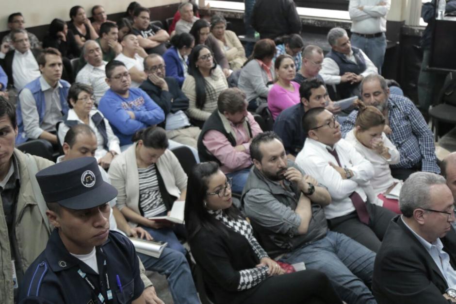 Los sindicados en el caso La Línea se encuentran afuera de la carceleta habilitada en la sala de audiencias. (Foto: Alejandro Balán/Soy502).
