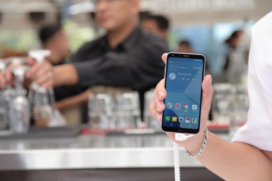 Tigo Guatemala presentó el nuevo smartphone de LG. (Foto: Víctor Xiloj/Soy502)