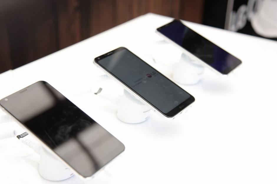 """Es el primer celular con pantalla """"Full Vision"""" (Foto: Víctor Xiloj/Soy502)"""