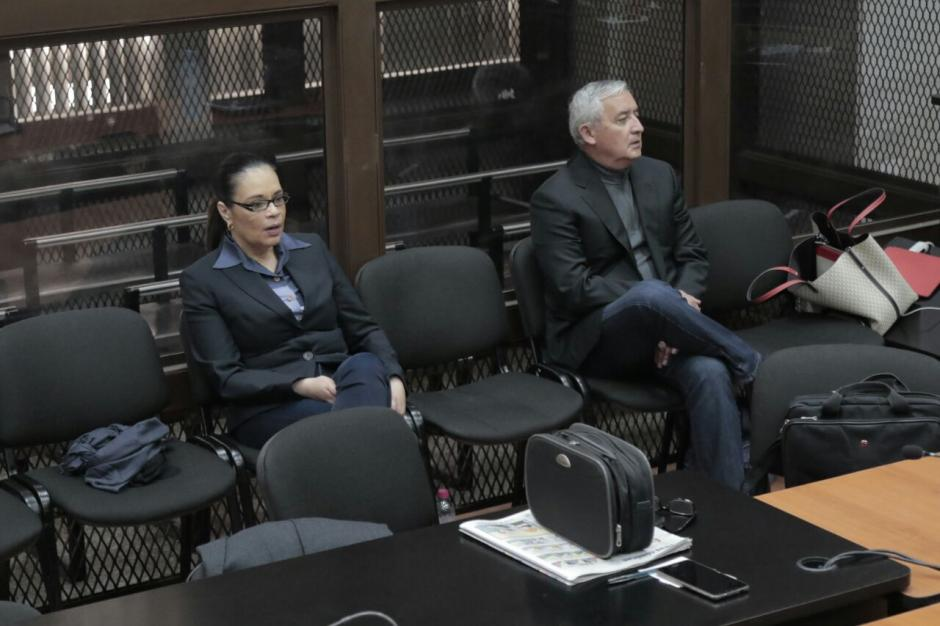El expresidente Pérez Molina y la exvicemandataria Baldetti durante audiencia por caso La Línea. (Foto: Alejandro Balán/Soy502)