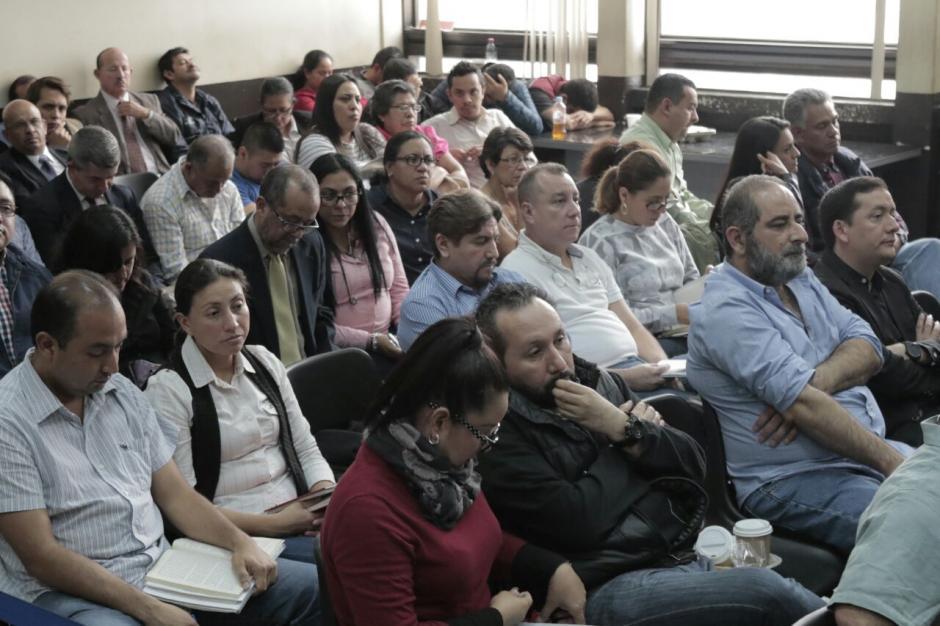 La exvicepresidenta Baldetti se acercó a hablar con Julio Aldana Sosa y Mónica Jáuregui.  (Foto: Alejandro Balán/Soy502)