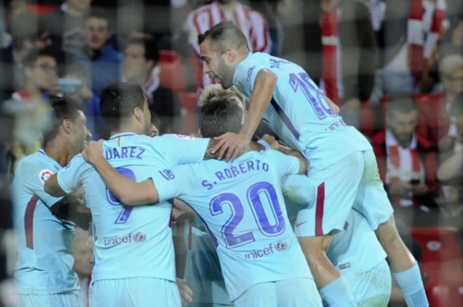 El FC Barcelona sigue de líder la Liga Española tras ganar en Bilbao. (Foto: AFP)