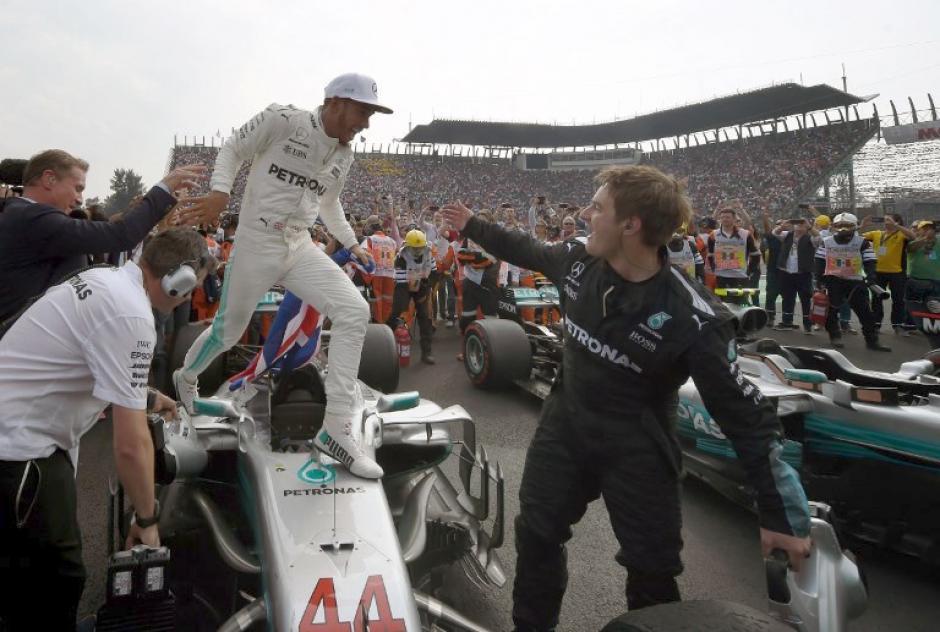 Hamilton no pudo contener la emoción al finalizar el Gran Premio de México. (Foto: AFP)