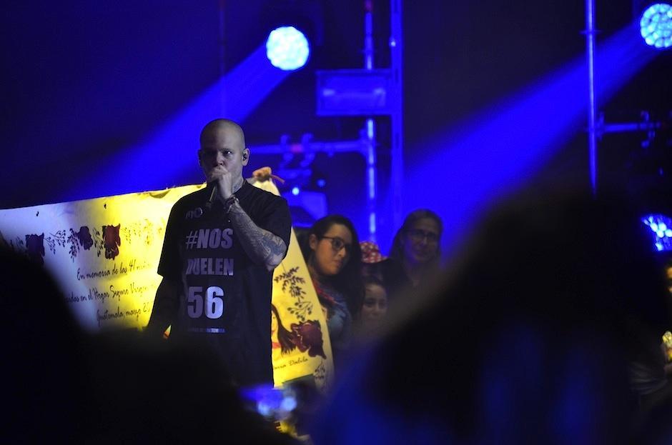 "Residente usó una camiseta que decía: ""Nos duelen 56"". (Foto: Selene Mejía/Soy502)"