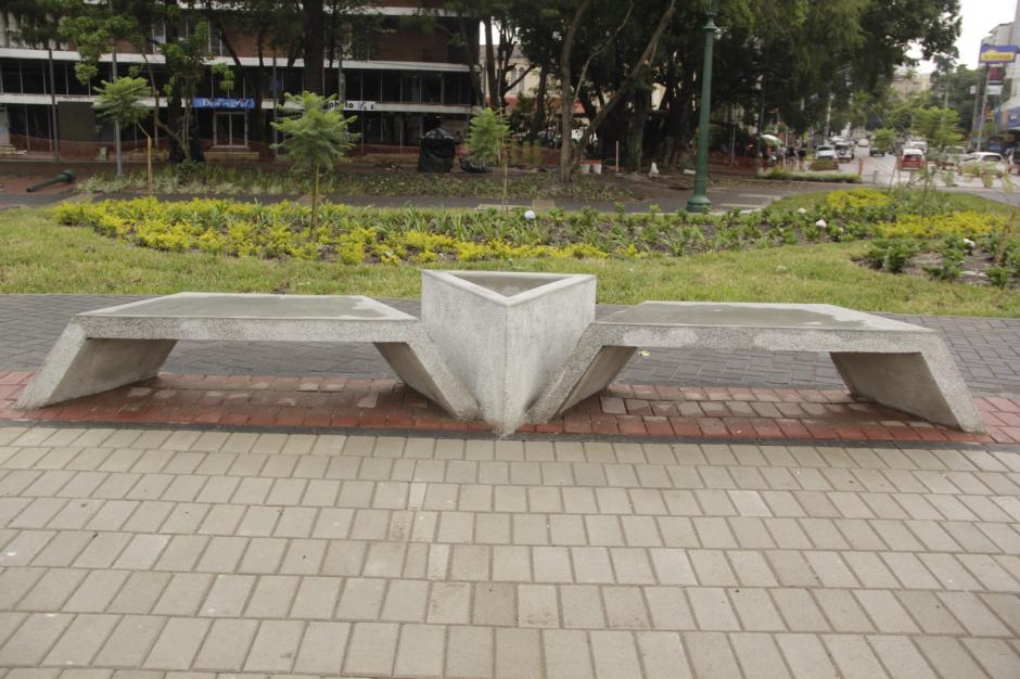 Las bancas tienen un diseño geométrico que atrae a los visitantes. (Foto: Fredy Hernández/Soy502)