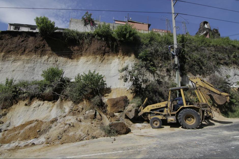 Varias viviendas están en riesgo tras el derrumbe que afectó el tráfico en San Cristóbal. (Foto: Alejandro Balán/Soy502)