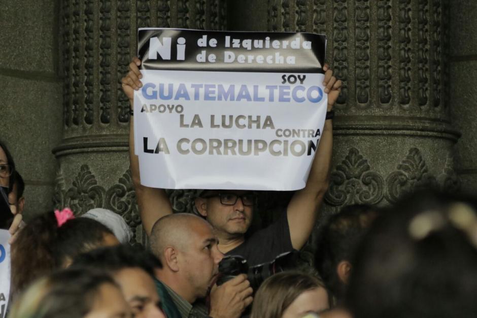 La manifestación se efectuó tras el intento fallido de expulsar al jefe de la CICIG. (Foto: Alejandro Balán/Soy502)