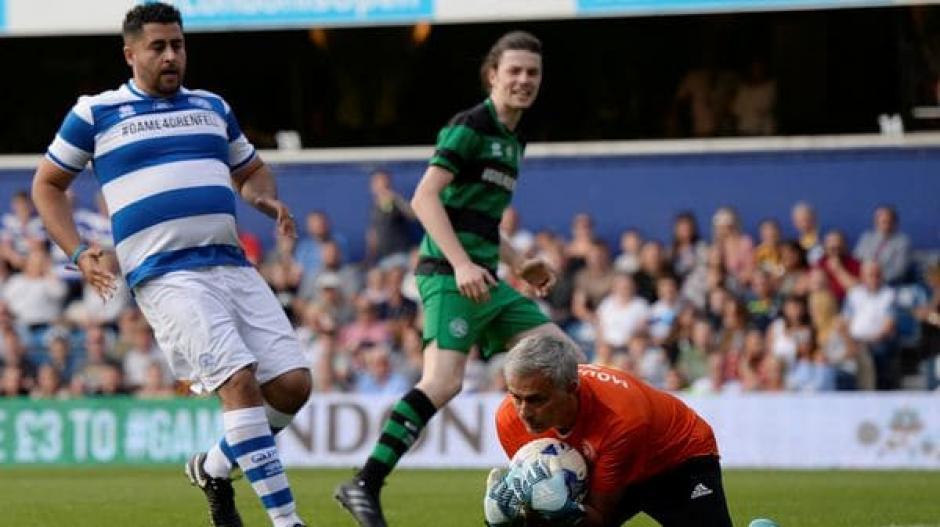 El portugués dejó el look de serio y enojado y jugó por una buena causa. (Foto: Twitter)