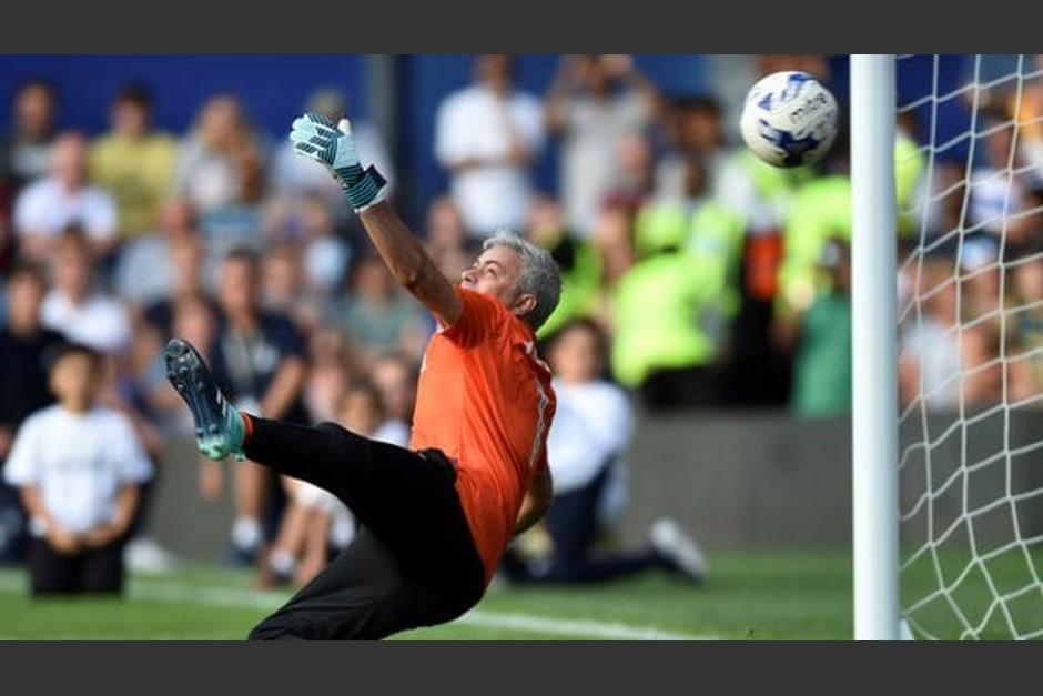 Pese a que encajó algunos goles, Mourinho dejó todo en la cancha. (Foto: Twitter)