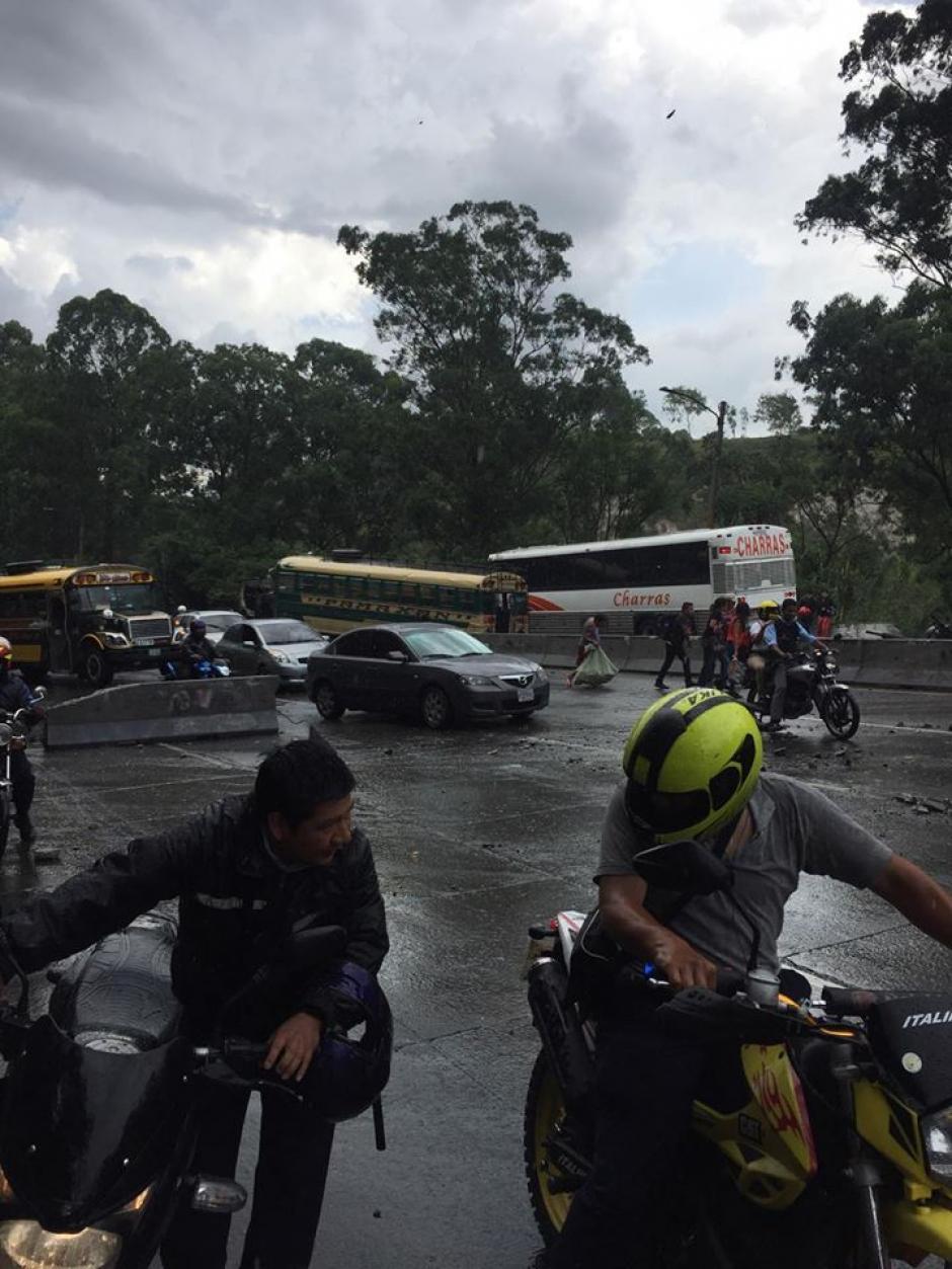 Del accidente múltiple se reportó un herido. (Foto: Compartida usuarios redes sociales)