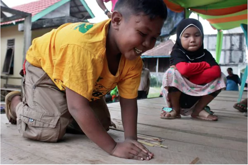 Ahora, el niño de nueve años lleva una vida similar al de otros niños de su edad. (Foto: Infobae)