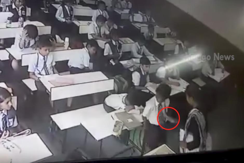 Maestra golpeó sin parar a un alumno por no decir