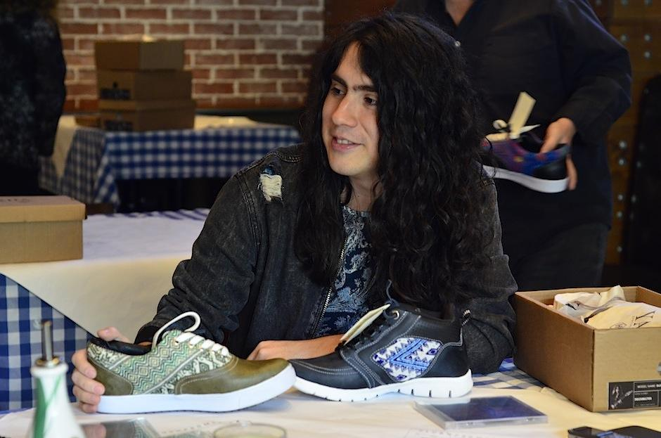 Su línea de calzado consta de 4 estilos. (Foto: Selene Mejía/Soy502)