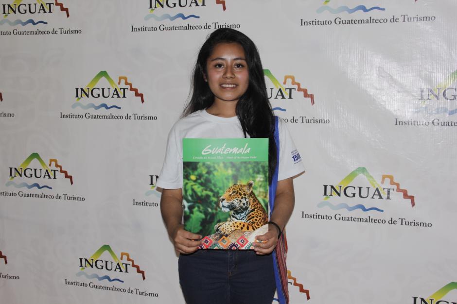Adriana Aquino tiene 16 años y espera darle un mejor futuro a su familia. (Foto: Fredy Hernández/Soy502)