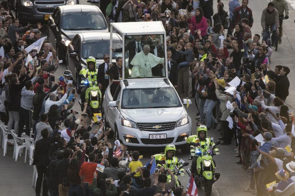 El papa Francisco emprende viaje a Colombia