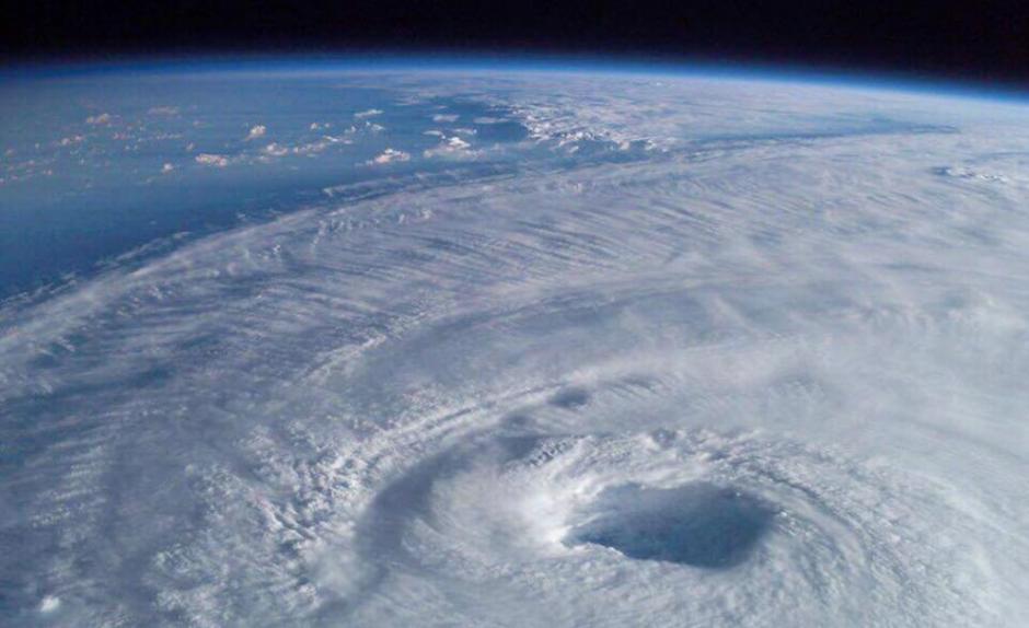 El ojo del huracán tiene un diámetro aproximado de 50 kilómetros. (Foto: Twitter/@panama_business)