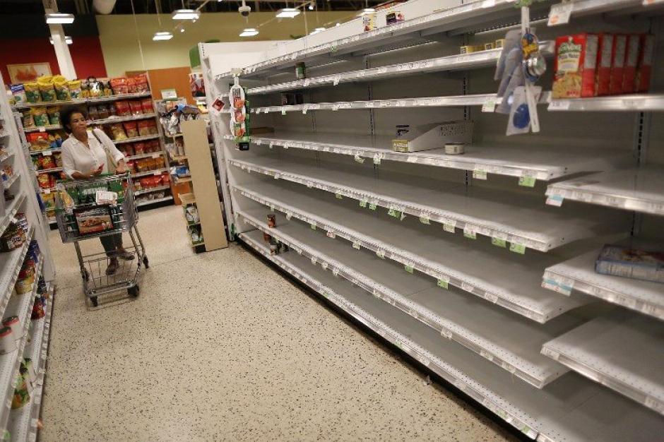 Los comercios se quedaron sin comida y abarrotes. (Foto: AFP)