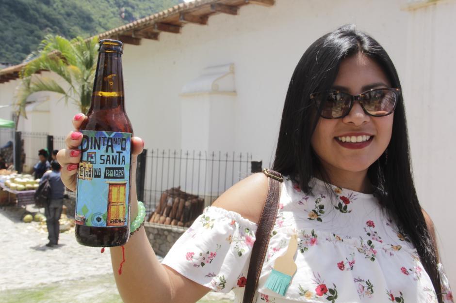 Durante la inauguración, los participantes aprendieron sobre la cerveza artesanal. (Foto: Fredy Hernández/Soy502)