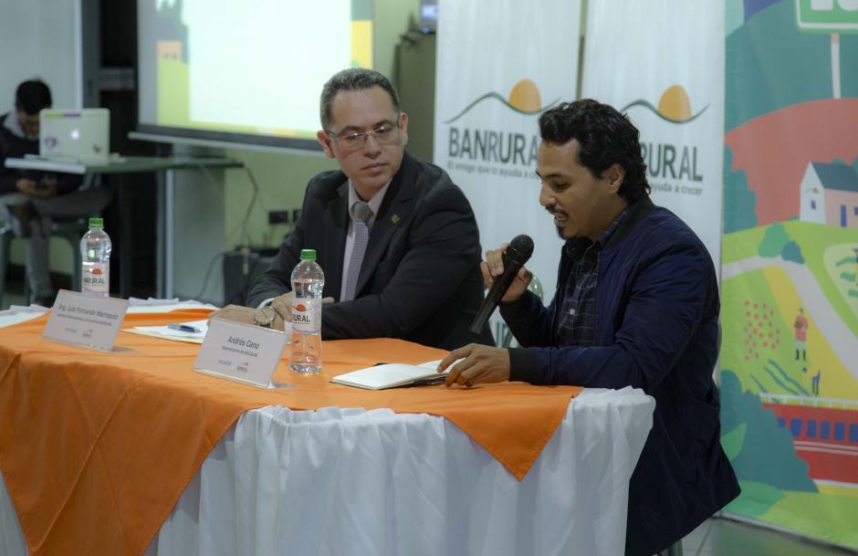 """El Grupo Financiero Banrural y el Programa Socialab Guatemala convocan a los guatemaltecos con ideas innovadoras. """"BANRURAL cree en los guatemaltecos por eso se une al proyecto y hace la convocatoria a cualquier parte del país"""" Lic. Luis Fernando Marroquin (foto: Victor Xiloj/soy502)"""