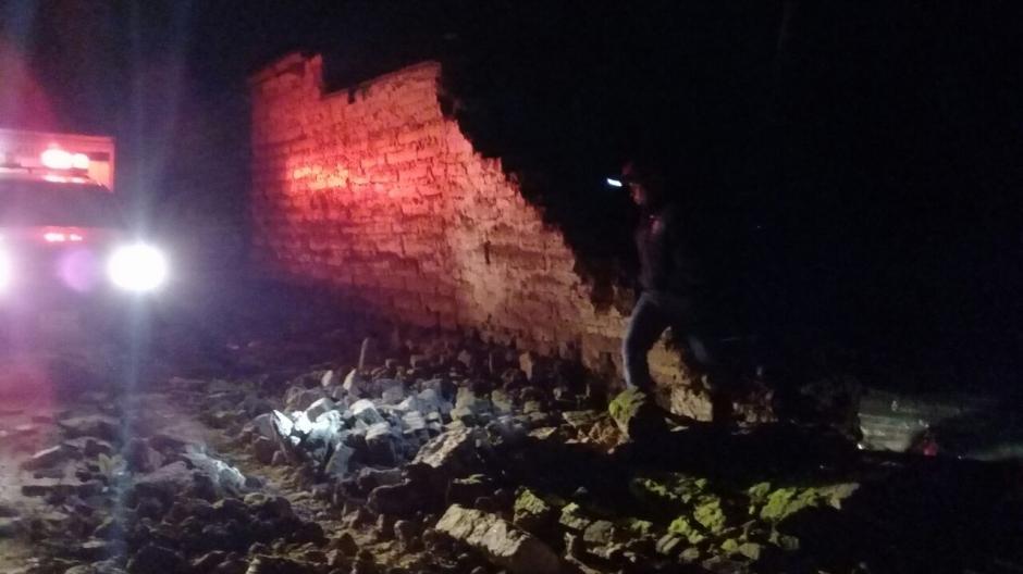 Fuerte sismo de 7.3 grados dejó varias viviendas dañadas. (Foto: Bomberos Municipales Departamentales)