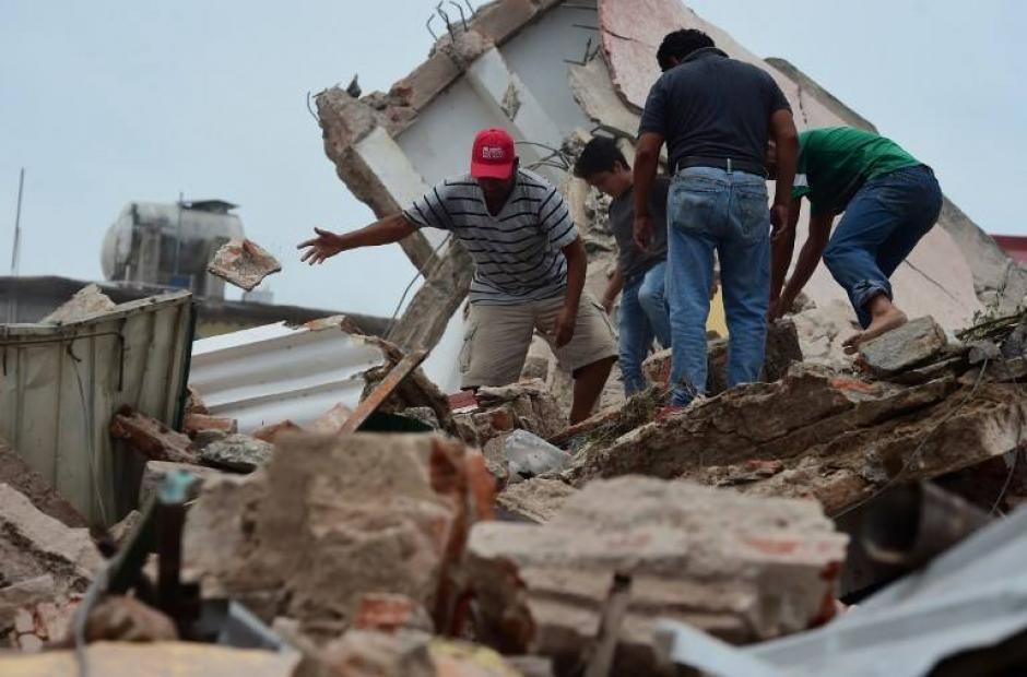 Varias de las muertes fueron provocadas por caída de muros   (Foto: AFP)