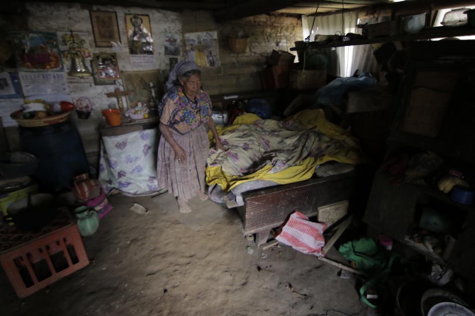 Doña María Julia Pérez vive solita desde hace varios años. (Foto: Alejandro Balán/Soy502)