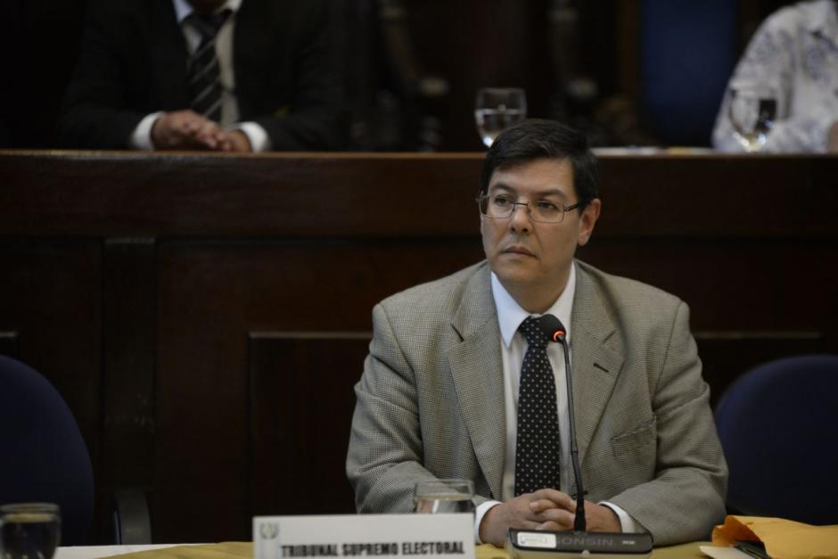Óscar Sagastume, inspector General del TSE presentó denuncia ante el MP. (Fotos: Wilder López/Soy502)