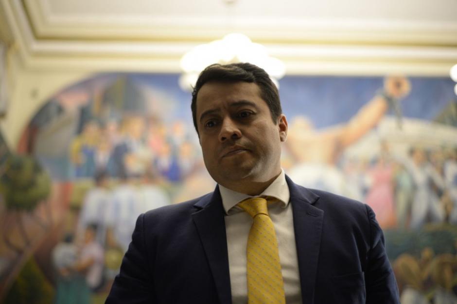 Juan Carlos Borrayo, es el representante del Presidente. La Comisión Pesquisidora recibió al representante del Presidente. (Fotos: Wilder López/Soy502)
