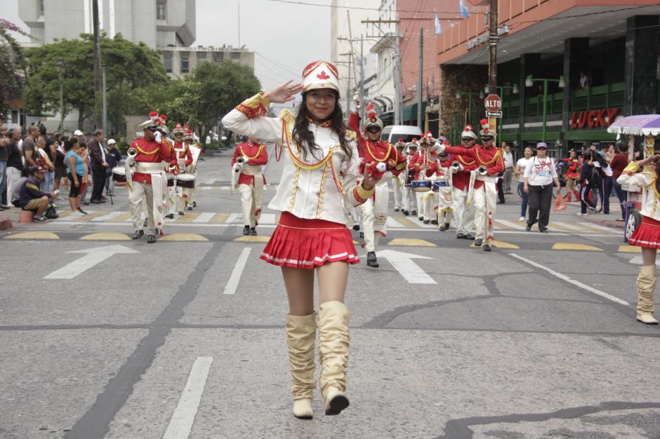 En el Centro Histórico ya se llevan a cabo desfiles escolares. (Foto: Fredy Hernández/Soy502)