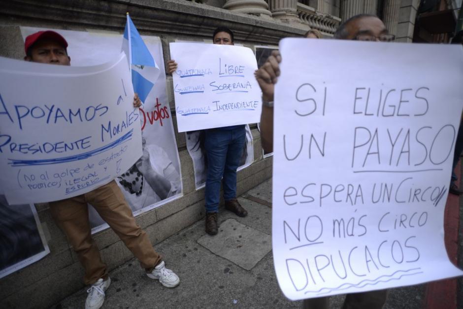 Varios llevan pancartas con distintas consignas. (Foto: Wilder López/Soy502)