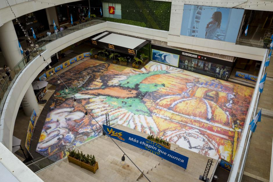 Así luce el gigantesco mosaico ubicado en Arkadia Shopping Mall. (Foto: George Rojas/Soy502)