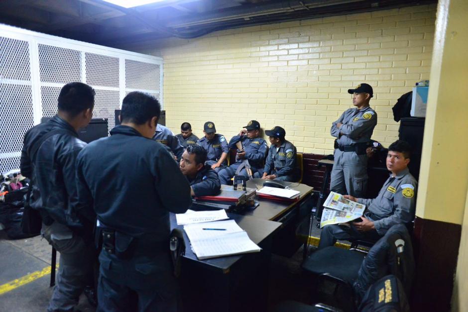 Guardias de Presidios se mantienen en el lugar asignado en la Torre de Tribunales, pero sin privados de libertad. (Foto: Jesús Alfonso/Soy502).